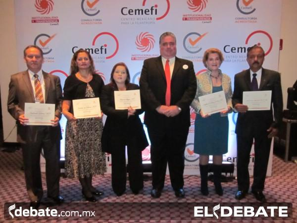 Cemefi otorga reconocimiento a la Señora Pilar Artola